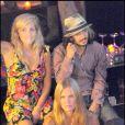 La belle Bar Refaeli s'est éclatée au VIP Room de Saint-Tropez, le 22 juillet 2009, à moins que ce ne soit déjà le 23 juillet 2009 !