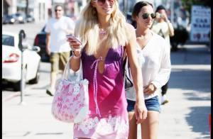 Paris Hilton : En total look rose des lunettes au portable, au côté de sa soeur... c'est le jour et la nuit !