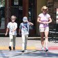 Britney Spears et ses fils, Sean Preston et Jayden, dans le quartier de Calabasas. Los Angeles. Le 31 juillet 2015. @GSI/ABACAPRESS.COM