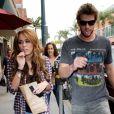 Liam Hemsworth et Miley sortent d'un centre médical de Berverly Hills, le 15 avril 2010.