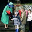 La reine Elizabeth à Sandringham pour la messe de Noël en 2001.