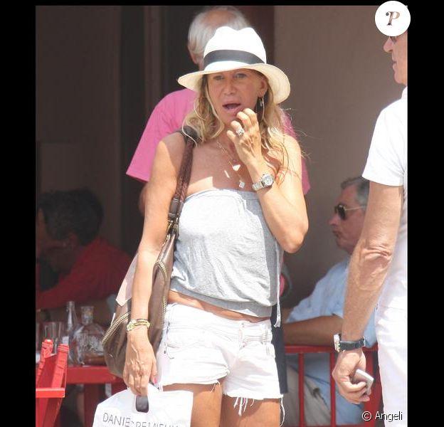 Fiona Gelin sur le port de Saint-Tropez lundi 27/07/09