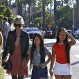 Laeticia Hallyday fait du shopping avec ses filles Jade et Joy et sa mère Françoise Thibaut à Los Angeles le 9 novembre 2019.