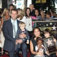 Mariska Hargitay reçoit son etoile sur le Hollywood Walk of Fame, le 8 novembre 2013, accompagnée de son mari Peter Hermann, et leurs enfants August, Amaya, et Andrew