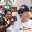 Lady Gaga sort de son hôtel en portant une pizza à New York Le 28 Juin 2019