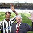 Sir Bobby Robson, ici avec Patrice Kluivert, s'est éteint le 31 juillet 2009 à l'âge de 76 ans