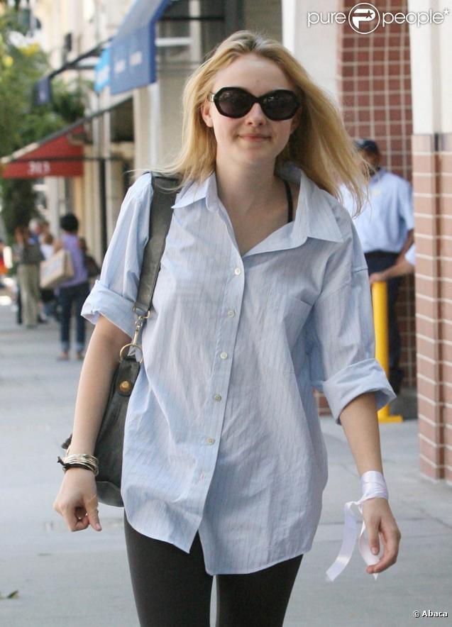 Dakota Fanning et sa mère font du shopping le 1er août 2009