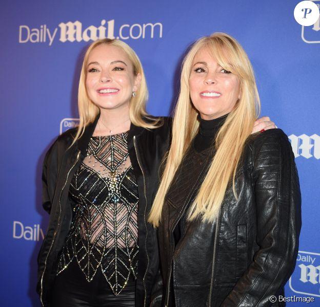 """Lindsay Lohan et sa mère Dina Lohan lors de la soirée du """"Dailymail.com"""" à l'Hôtel Moxy à New York, le 6 décembre 2017."""
