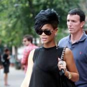 Rihanna en petit haut transparent décolleté jusqu'aux fesses... so sexy !
