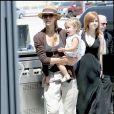 Jessica Alba et sa fille Honor à l'aéroport de Los Angeles (3 août 2009)