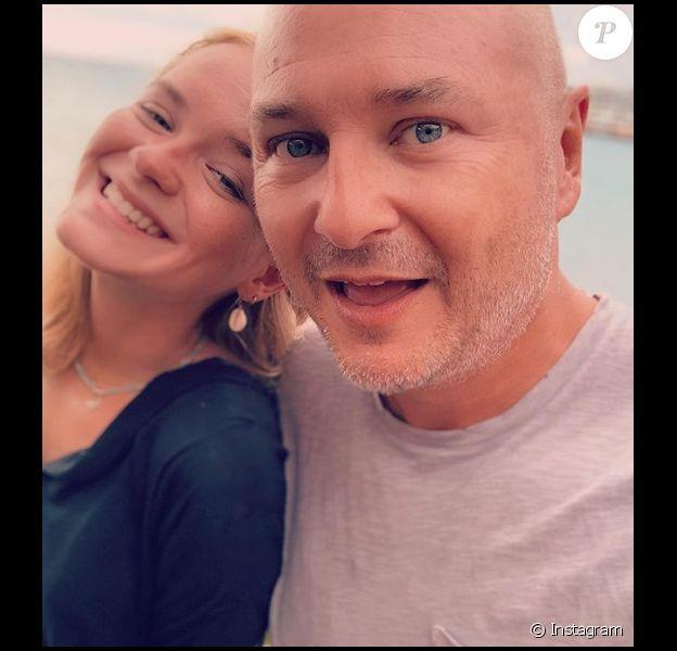 Cauet complice avec sa fille Ivana lors de vacances à Saint-Martin en juillet 2019.