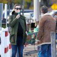 Exclusif - Anne Hathaway, enceinte, et son mari Adam Shulman se baladent dans le Connecticut, le 6 novembre 2019.
