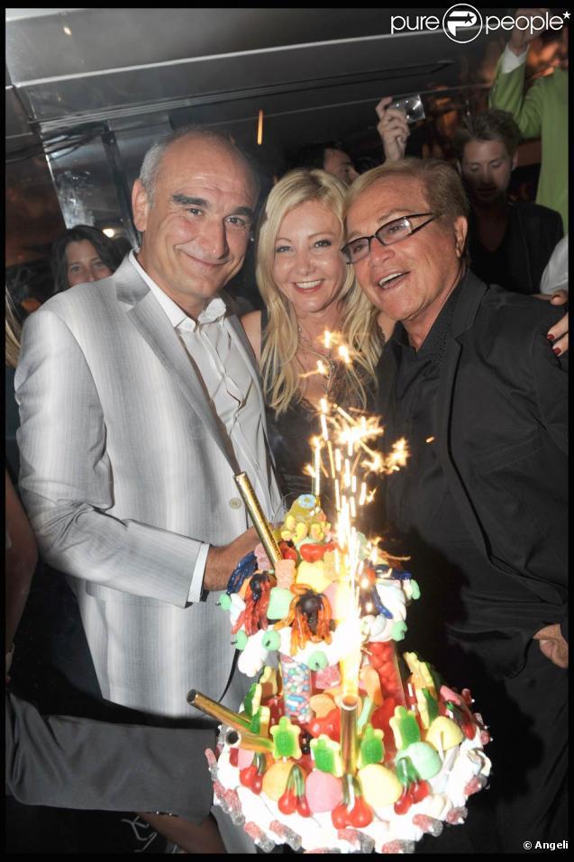 Pascal Nègre a fêté ses 48 ans au VIP Room de Saint-Tropez, le 4 août 2009, avec Monika Bacardi et Orlando