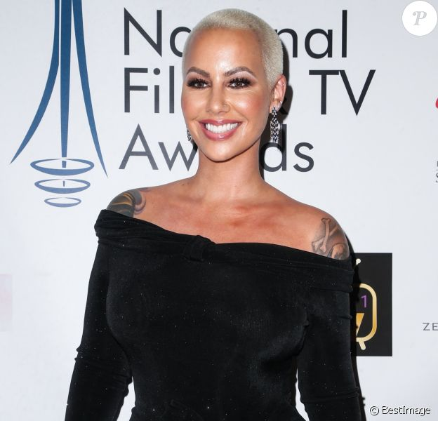 Amber Rose lors du photocall de la soirée National Film And Television Awards au Globe Theater à Los Angeles le 5 décembre 2018.
