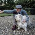 Archives -  En France, rendez-vous avec Claude Brasseur et son chien (Push) à son domicile, dans sa maison de campagne, Chantoiseau. Octobre 1989 © Michel Croizard via Bestimage