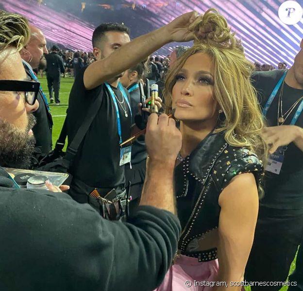 Jennifer Lopez juste avant la mi-temps du Super Bowl au Hard Rock Stadium de Miami, le 2 février 2020.