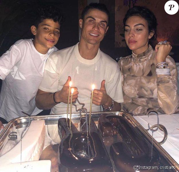Cristiano Ronaldo a fêté ses 35 ans le 5 février 2020, entouré de sa compagne Georgina Rodriguez et de son fils aîné Cristiano Jr.