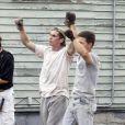 """Christian Bale et Mark Wahlberg sur le tournage de """"The Fighter"""", à Boston (29 juillet 2009)"""