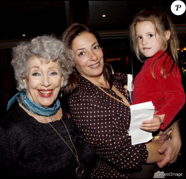 Info - Charnier de Paris-Descartes : le corps de la comédienne Micheline Dax reste introuvable, sa fille porte plainte - Micheline Dax, sa fille et sa petite-fille, en 2008 à Paris.