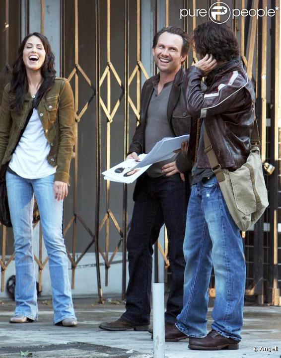 Christian Slater avec Michelle Borth et Anthony Carrigan sur le tournage de la série The Forgotten à New York le 31 juillet 2009
