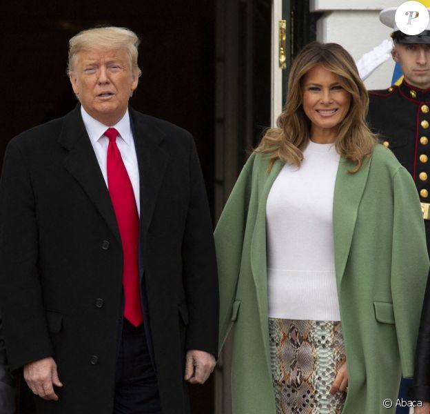 Melania Trump et son mari, le président Donald Trump, avec le président de l'Equateur Lenín Moreno et son épouse Rocio Gonzales De Moreno devant la Maison Blanche, le 12 février 2020.