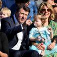 """Christian Estrosi, le maire de Nice, sa femme Laura Tenoudji Estrosi et leur fille Bianca - 1er corso fleuri dans le cadre du 136ème Carnaval de Nice """"Roi de la Mode"""" le 15 février 2020. Le Carnaval de Nice se déroule du 15 au 29 février 2020. Le Carnaval de Nice est l'un des trois plus grands et plus prestigieux au monde avec ceux de Rio et de Venise. Nice, le 15 février 2020. © Bruno Bebert/Bestimage"""