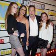 """Brooke Shields, son mari Chris Henchy et leurs filles Rowan et Grier assistent à la projection du film """"Impractical Jokers: The Movie"""" à New York, le 18 février 2020."""