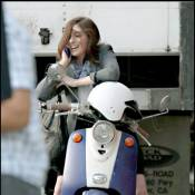 Anne Hathaway, so glamour même sur son scooter !