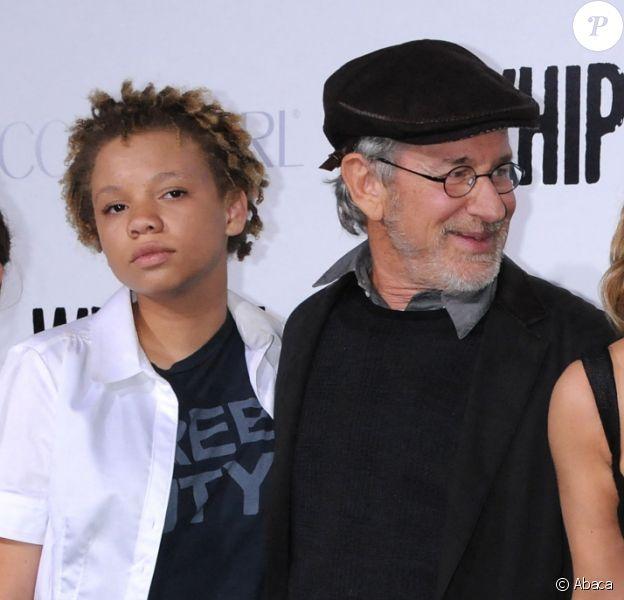 Steven Spielberg, ses filles Mikaela et Destry, avec Drew Barrymore et Ellen Page à Los Angeles en 2009.