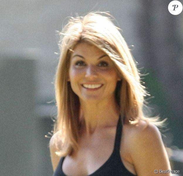 Lori Loughlin dans le personnage de Debbie Wilson sur le tournage de la série 90210 à Beverly Hills, le 9 avril 2019