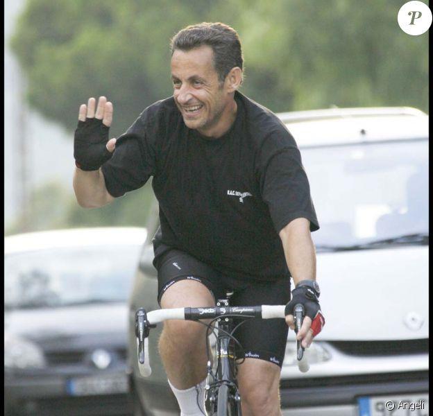 Promenade à vélo pour Nicolas Sarkozy, pendant l'été 2008