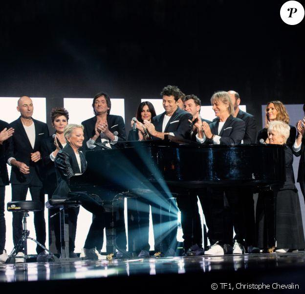 """La troupe des Enfoirés. Photo officielle du concert des Enfoirés 2020 """"Le Pari(s) des Enfoirés"""" à l'AccorHotels Arena à Paris. Il sera diffusé sur TF1 le 6 mars 2020."""