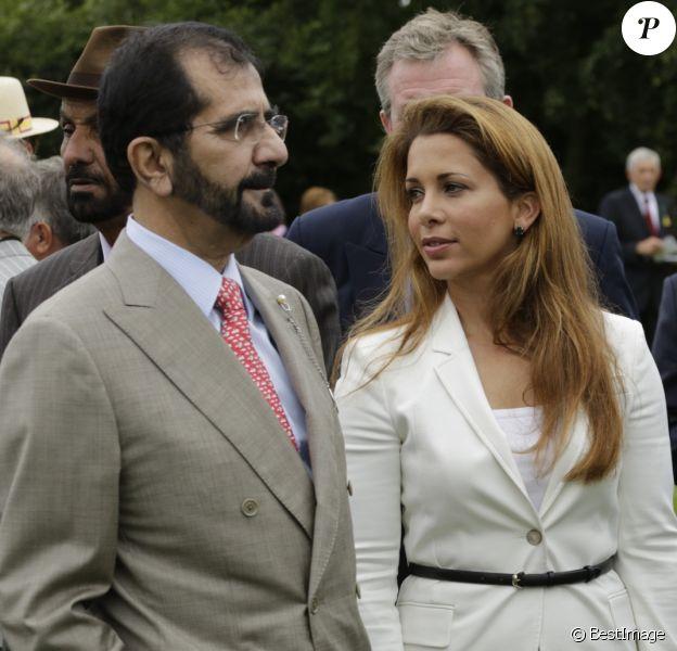 La princesse Haya Bint Al Hussein (Haya de Jordanie) et son mari le cheikh Mohammed bin Rashid Al Maktoum, émir de Dubaï, le 31 juillet 2013 lors des courses à Chichester, en Angleterre.