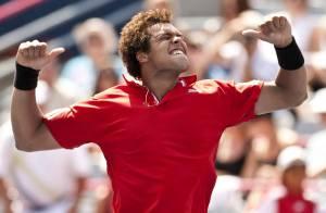 La joie immense de Tsonga, vainqueur pour la première fois du jeune papa Federer :