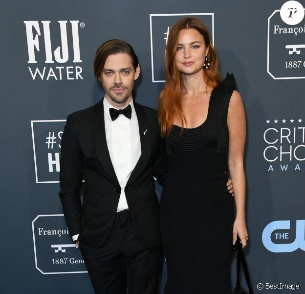 Tom Payne et sa femme Jennifer Akerkman lors de la 25ème édition de la soirée des Critics Choice Awards au Barker Hangar à Santa Monica, Los Angeles, Californie, Etats-Unis, le 12 janvier 2020.