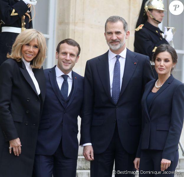 Le roi Felipe VI d'Espagne et la reine Letizia on pris la pose avec le président Emmanuel Macron et la première dame Brigitte Macron après leur déjeuner au palais de l'Elysée, à Paris, le 11 mars 2020, avant la cérémonie de la Journée nationale d'hommage aux victimes du terrorisme organisée au Trocadéro. © Dominique Jacovides / Bestimage