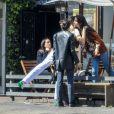 Kendall Jenner est allée déjeuner avec des amis au restaurant Croft Alley dans le quartier de West Hollywood à Los Angeles. Elle porte un jean taille haute blanc, un sac Louis Vuitton et un crop top sans soutien gorge. Le 11 mars 2020.