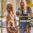 Exclusif - Tori Spelling emmène sa fille Stella chez le coiffeur en présence de son fils Beau à Calabasas le 27 janvier 2020.