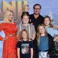 Tori Spelling avec son mari Dean McDermott et ses enfants Stella, Liam, Hattie, Finn et Beau à la première de Jumanji: The Next Level au théâtre Chinese dans le quartier de Hollywood à Los Angeles, le 9 décembre 2019