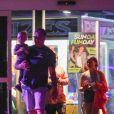 Exclusif - Tori Spelling et son compagnon Dean McDermott ont emmené leurs enfants Stella, Liam, Hattie et Finn jouer dans une salle de jeux à Los Angeles, le 8 septembre 2019 Veuillez flouter le visage de l'enfant avant publication