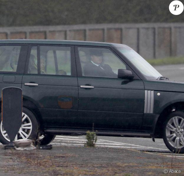 La reine Elizabeth II arrive au château de Windsor le 14 mars 2020, ayant quitté le palais de Buckingham et Londres par précaution face à l'accélération de la propagation du coronavirus.