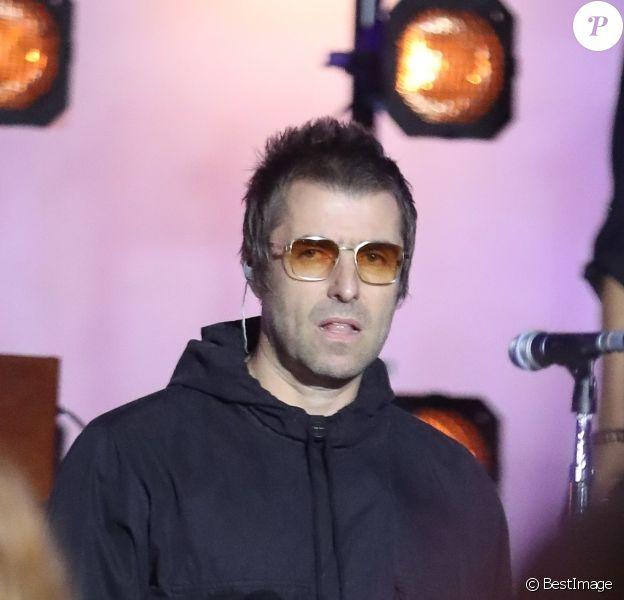 """Liam Gallagher chante sur la scène de l'émission """"The One Show"""" à Londres, le 26 septembre 2019."""