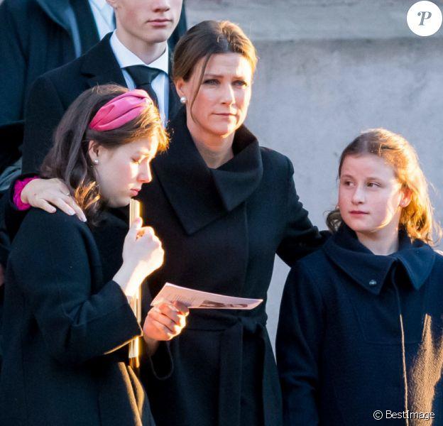 La princesse Martha Louise, ses filles Maud, Leah et Emma, lors des obsèques d'Ari Behn à Oslo, en Norvège, le 3 janvier 2020.