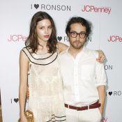Sean Lennon et sa compagne Charlotte, amoureux et so chic... pour le défilé de la soeur de Samantha Ronson !