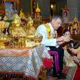 Le roi Rama X (Maha Vajiralongkorn) accompagné de sa femme la reine Suthida lors de son couronnement à Bangkok en Thaïlande. Les cérémonies et les festivités du week-end, qui ont coûté 31,4 millions de dollars, ont débuté samedi, lorsque le roi a placé la Grande couronne de victoire de 16 livres sur sa tête et a déclaré qu'il régnerait avec justice, le 6 mai 2019.