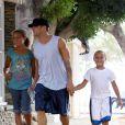 Ryan Phillippe et deux adorables enfants à Los Angeles. 21/08/09