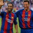 Ronaldinho participe au match de football des légendes avec le FC Barcelone contre Manchester United à Barcelone le 30 juin 2017.