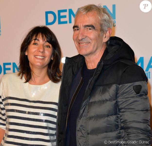 """Estelle Denis et son compagnon Raymond Domenech - Avant première du film """"Demain tout commence"""" au Grand Rex à Paris le 28 novembre 2016. © Coadic Guirec/Bestimage"""