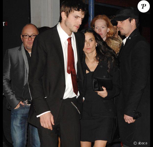 Ashton Kutcher fête ses 30 ans avec son frère jumeau. Ici avec sa femme Demi Moore