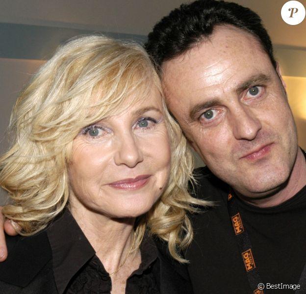 Michèle Torr avec son fils Romain lors de son concert à l'Olympia, à Paris, le 11 mars 2005.